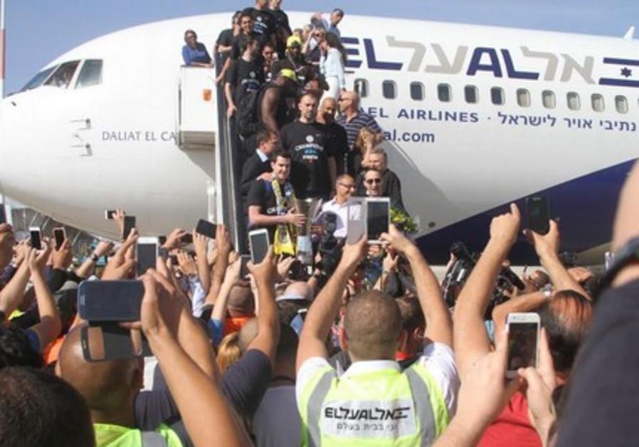 Maccabi Tel Aviv arrives in Israel