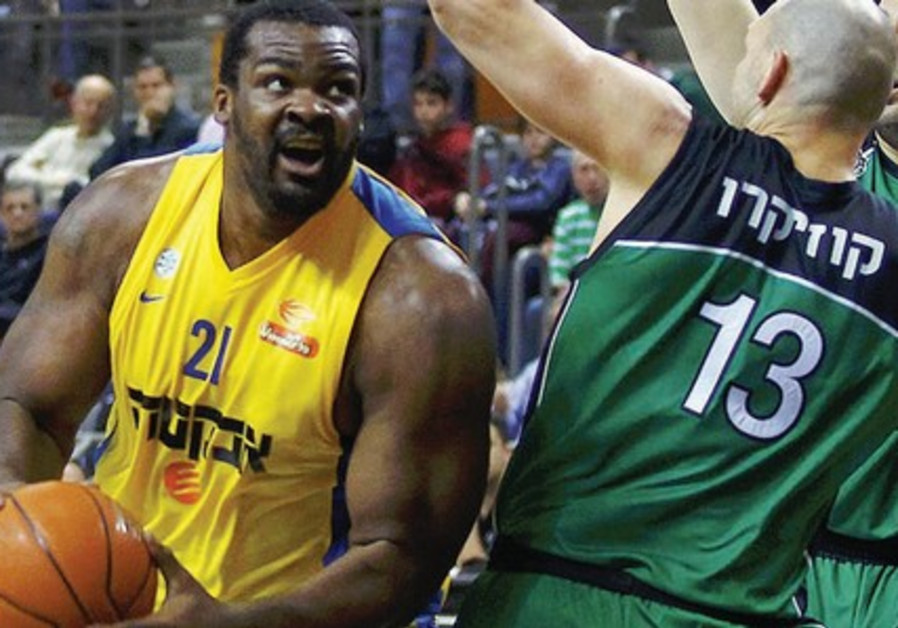 Maccabi TA center Sofoklis Schortsanitis (left) and Maccabi Haifa's Ido Kozikaro