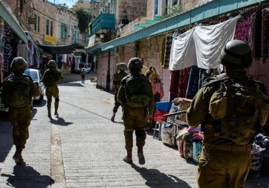 IDF trooops in Hebron on June 14, 2014.