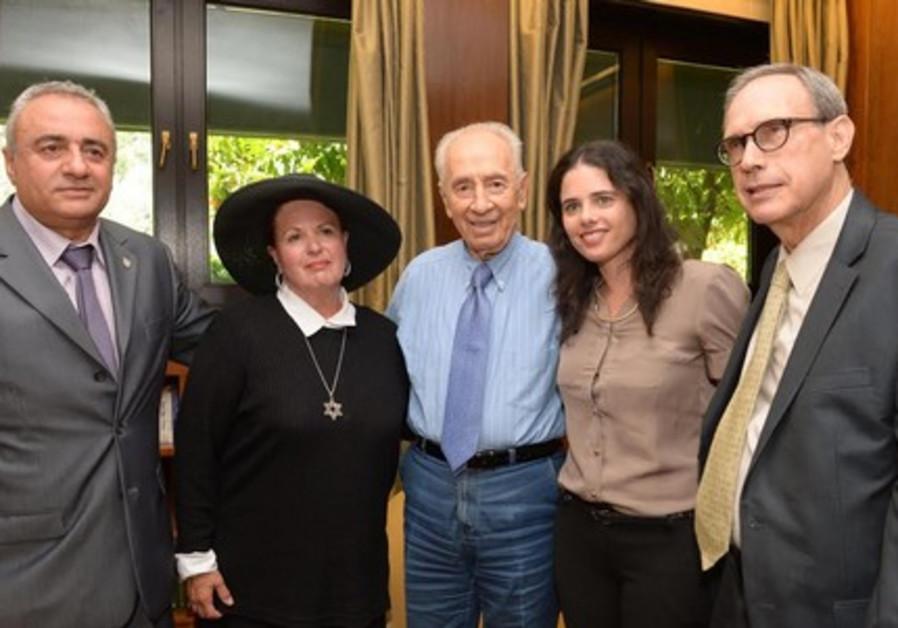 Peres and Esther Pollard