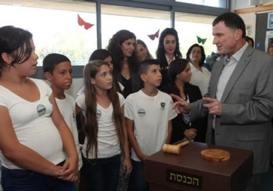 Yuli Edelstein with students in Kiryat Ata.