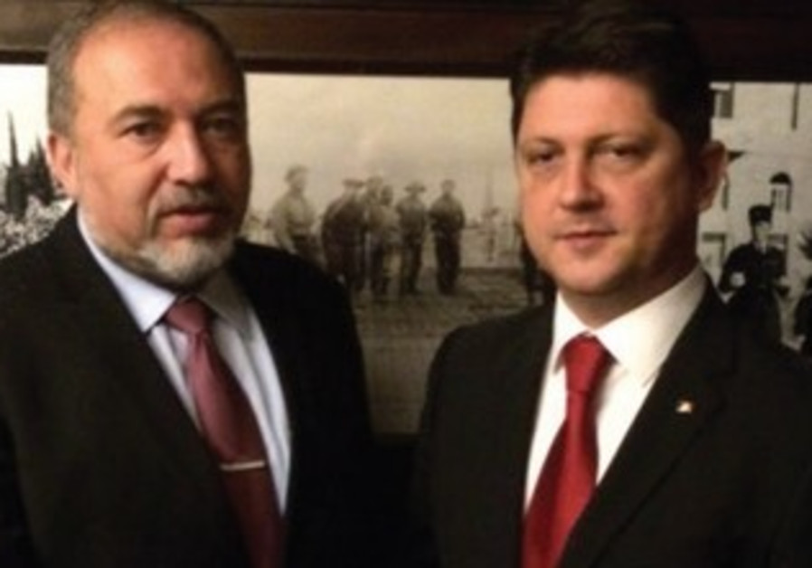 FM Avigdor Liberman meets with his Romanian counterpart Titus Corlatean.