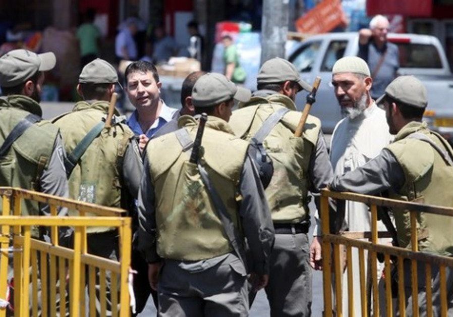 IDF soldiers at Damascus Gate in east Jerusalem [Illustrative]