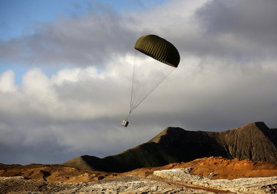 Flying on a powered parachute[illustrative photo]