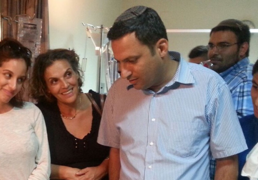 Sderot Mayor Alon Davidi visits wounded in hospital