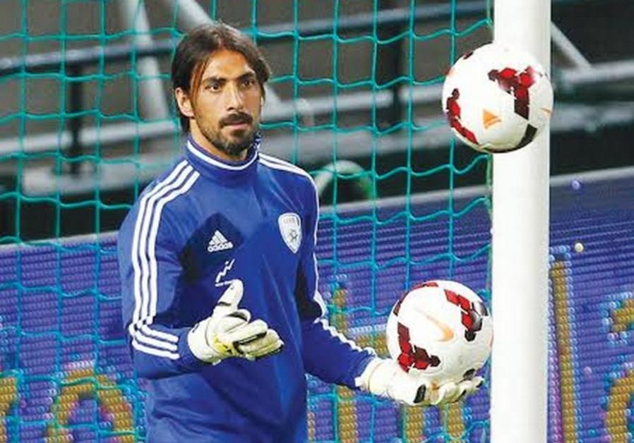 Mac TA goalkeeper Dudu Aouate