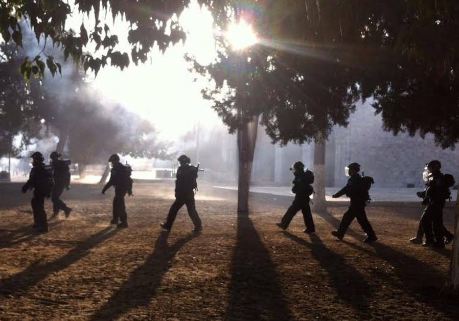 Rioting on Temple Mount, October 8, 2014.