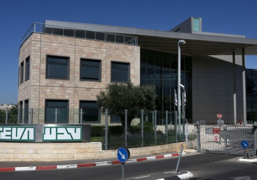 Teva Pharmaceutical swings to 2Q loss, slashes outlook