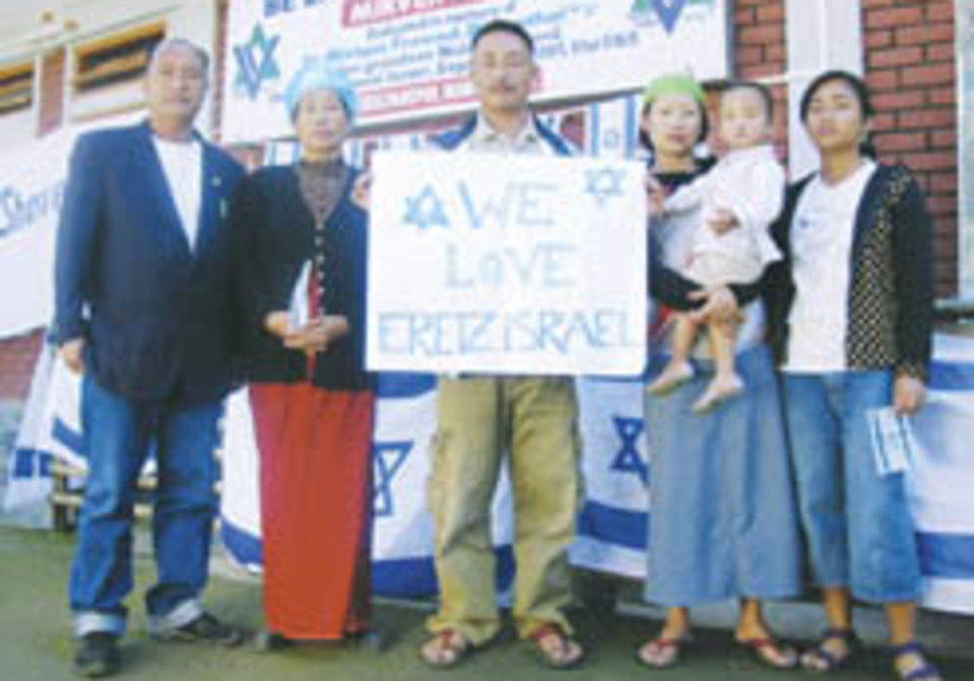 Gov't approves aliya of some 150 Bnei Menashe from India