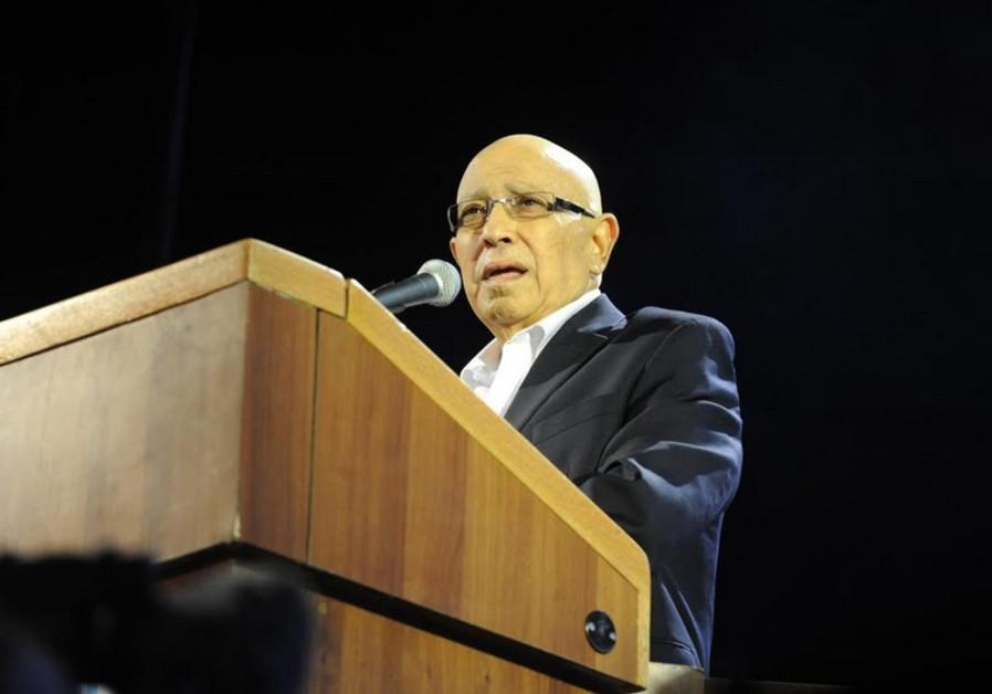 Meir Dagan, former head of Mossad, addresses a rally calling for Netanyahu's defeat