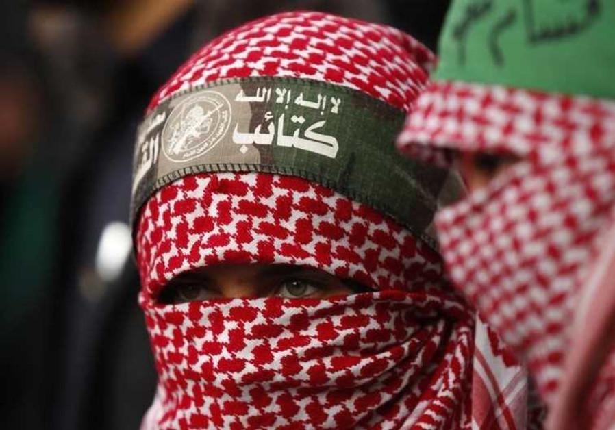 Niña palestina celebra el aniversario número 27 de Hamás(Credito: REUTERS)
