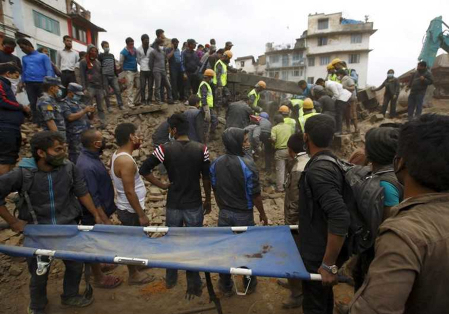 Rescue workers search for bodies in Kathmandu after Nepal earthquake