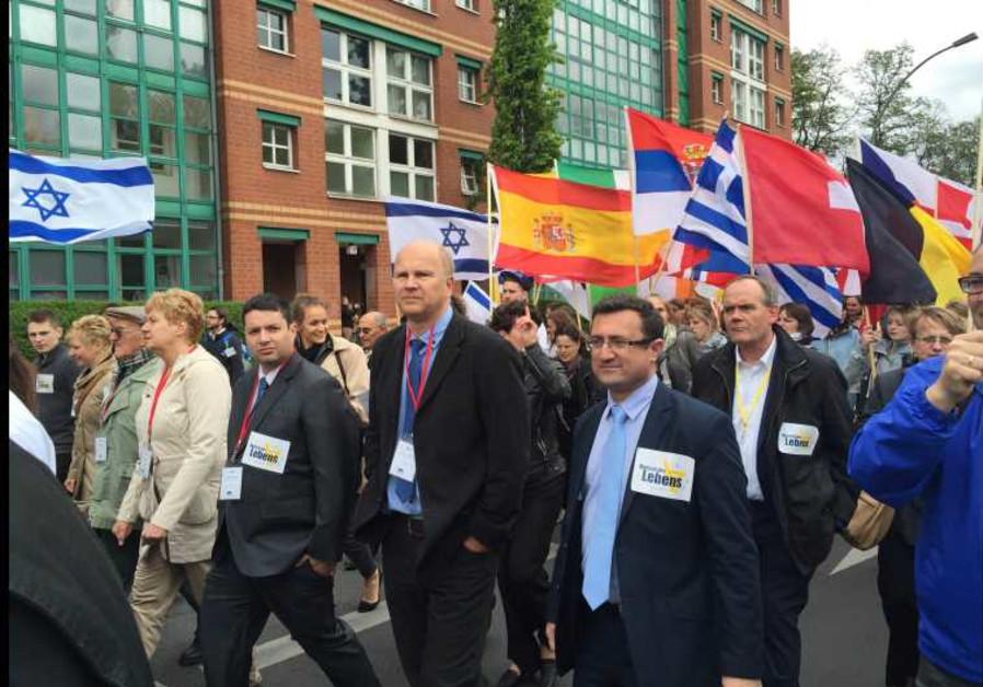 Josh Reinstein marches with Jobst Bittner and MK Robert Ilatov