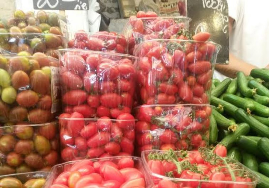 Vegetables: cucumbers and tomatoes