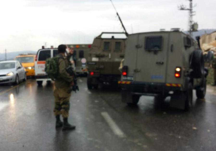 Attempted stabbing at Hawara checkpoint near Nablus, December 17, 2015.