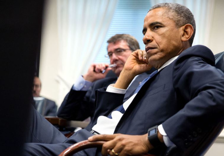 US President Barack Obama (R) and Defense Secretary Ash Carter meet at the Pentagon