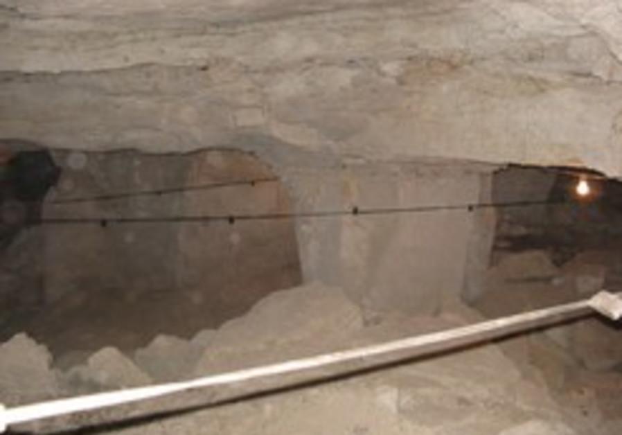 Huge Roman-era cave found by Jericho