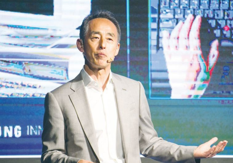 SAMSUNG PRESIDENT Young Sohn addresses the company's summit conference in Tel Aviv.