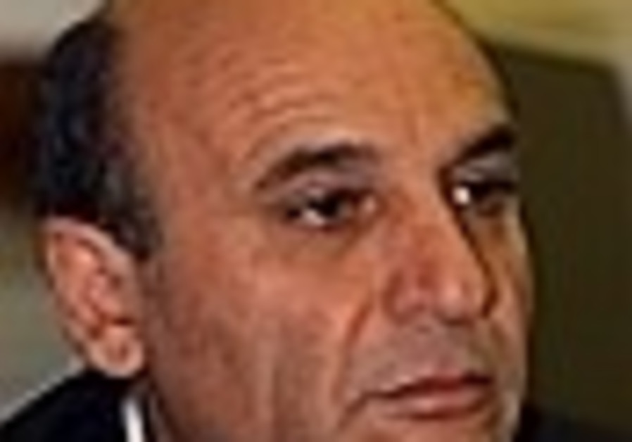 Mofaz accuses Livni of dividing J'lem
