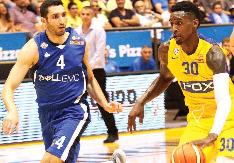 Maccabi Tel Aviv forward Quincy Miller (right).
