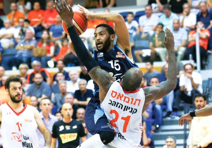 Hapoel Eilat 'S Pierria Henry (15) scored a game-high 34 points in last night's 94-91 win over Charl