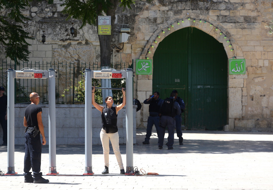 Jew Detector: Muslim Authority Protests Temple Mount Security Measures
