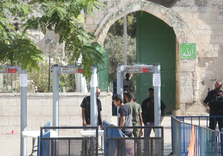 PA PM Calls on Int'l Community to Force Israel to Remove Metal Detectors