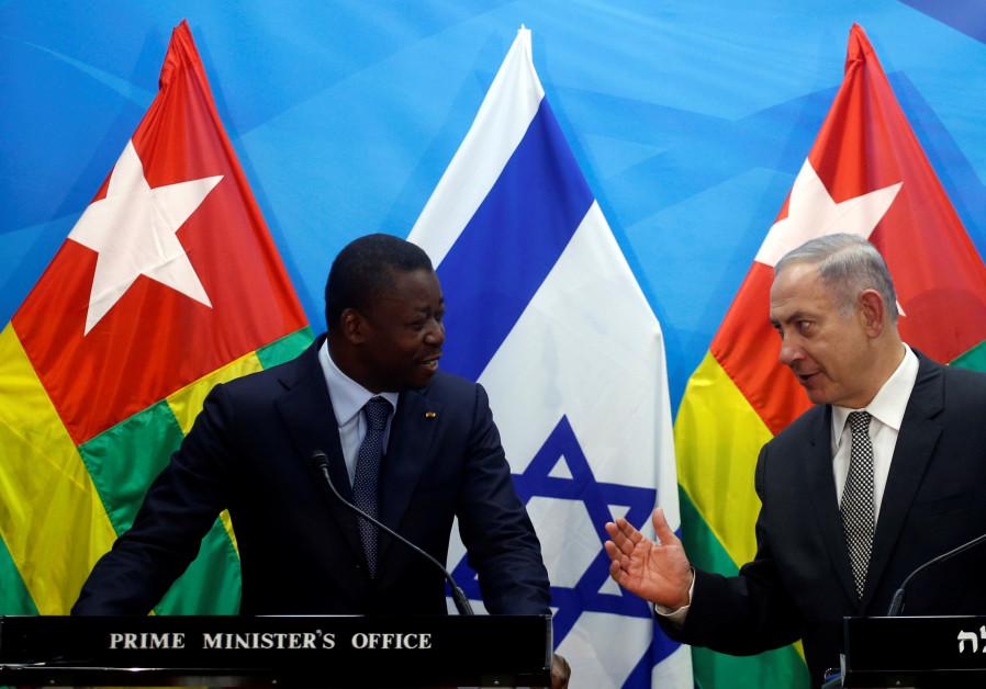 Israeli Prime Minister Benjamin Netanyahu (R) speaks with Togo's President Faure Gnassingbe during a