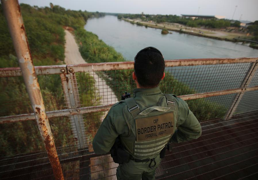 Israeli firm chosen to build prototype of US-Mexico border wall