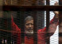 Ex-President Mohammad Morsi seen through prison bars in 2016