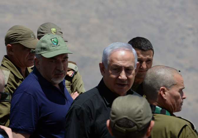 Defense Minister Avigdor Liberman and Prime Minister Benjamin Netanyahu in a tour of Mt. Hermon and